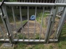 Ausstieg am Düker (Mittellandkanal), Tür ist natürlich abgeschlossen.