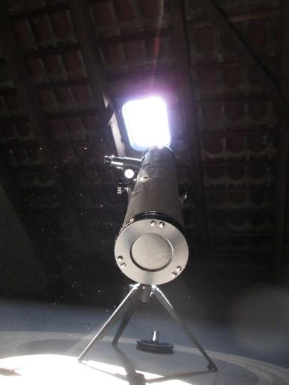 Teleskop von der Spiegelseite her auf dem Trockenboden