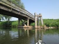 Brückenkonstruktion am rechten Ufer