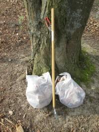 2 von 3 Beuteln mit aufgesammeltem Müll