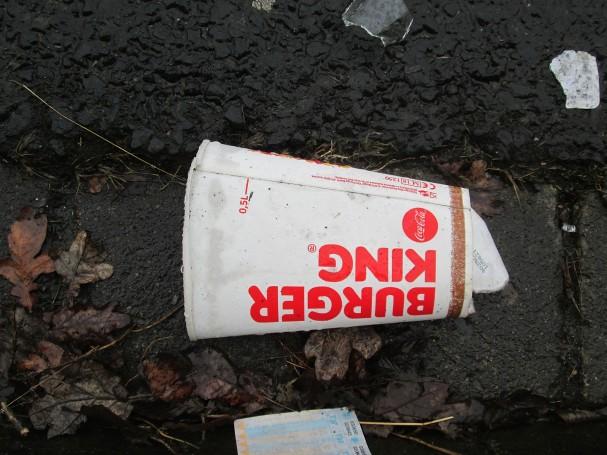 Becher von Burger King (und ein Fahrschein ÖPNV)