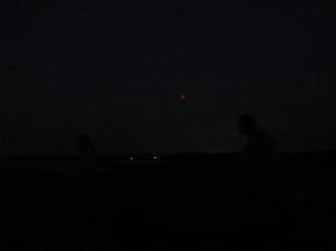Mond mit Leuten im Vordergrund